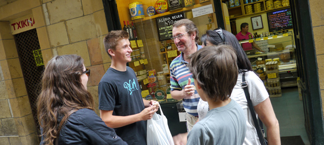 Shopping_in_Spain_with_volunteer_host_family